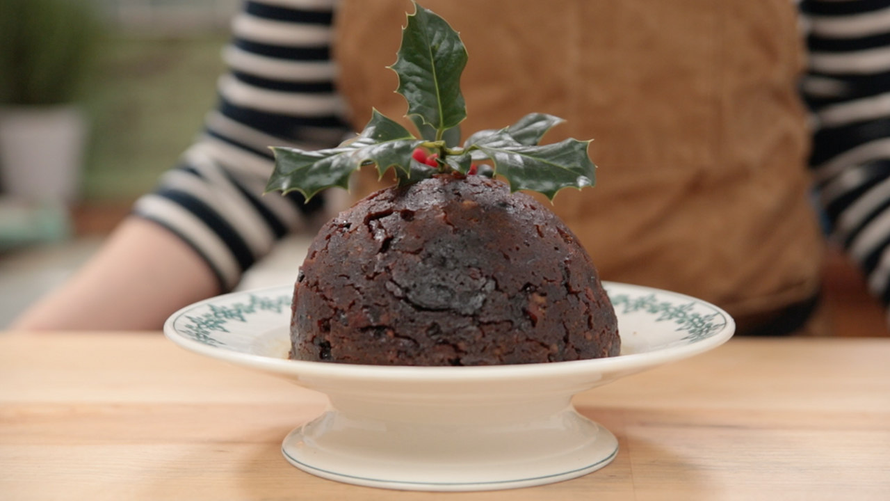 How to set fire to a Christmas pudding - in simple steps